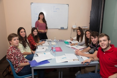 B1 PET exam preparation class in Conecta Idiomas academy
